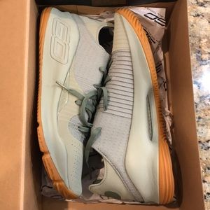 Under Armour Curry 4 Low Grove Green Size 11